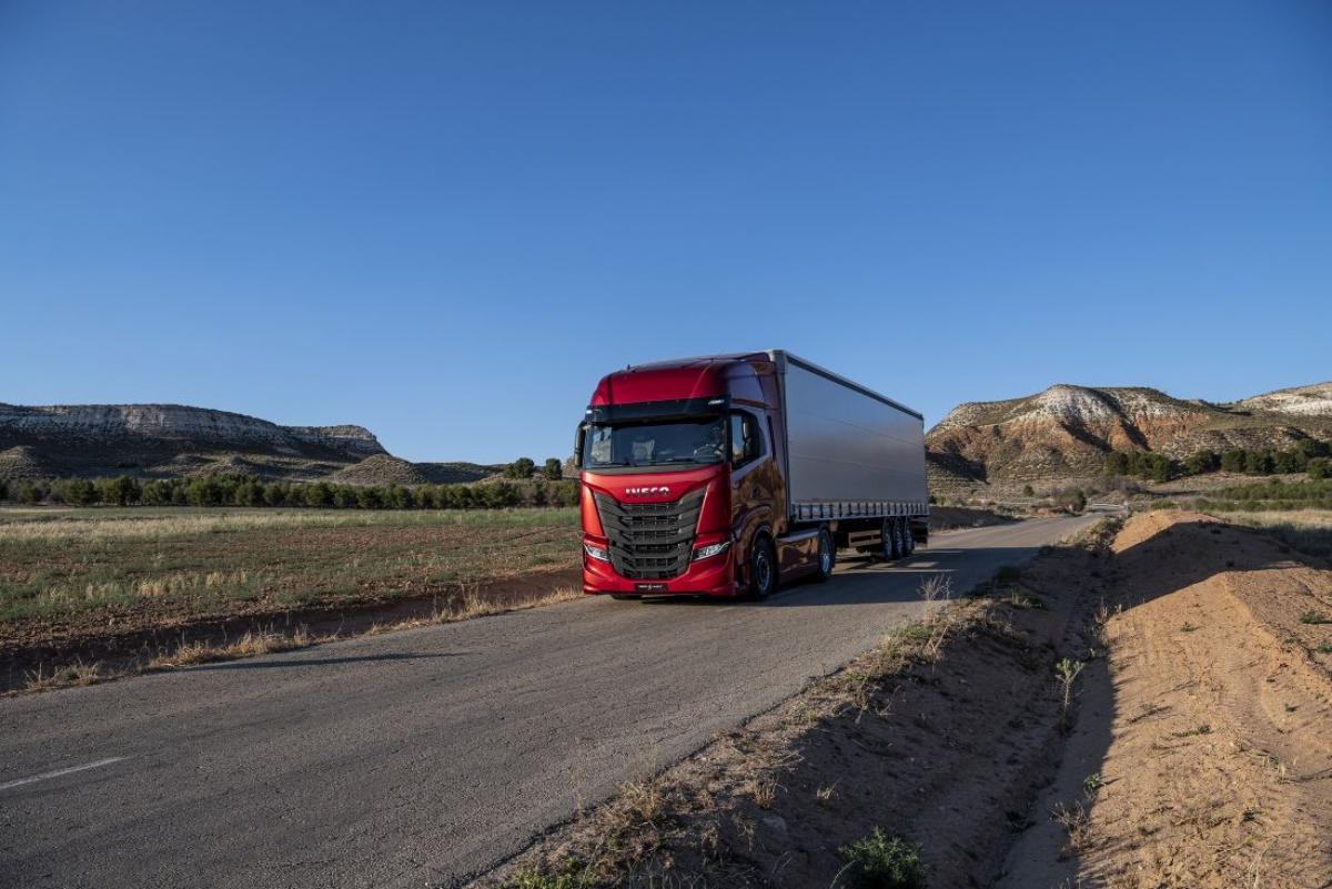 214f42234d801f Samochód ciężarowy do ruchu dalekobieżnego